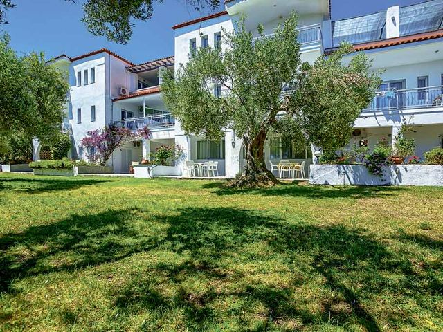 Xenios Faros Apartments 2*